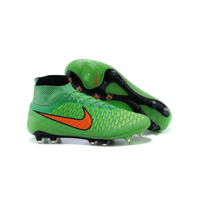 come calzano le scarpe da calcio nike